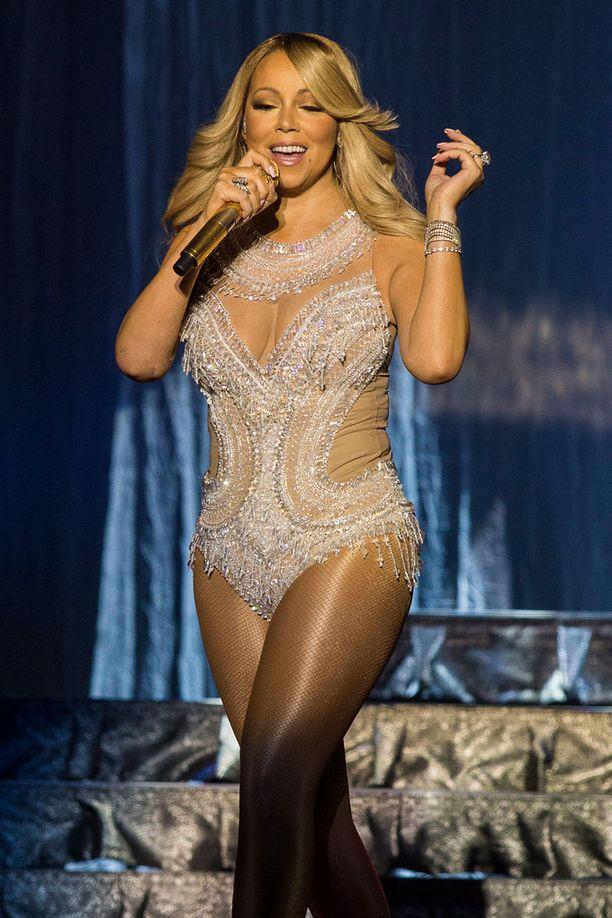 Mariah aloitti kiertueensa Skotlannin Glasgowsta.