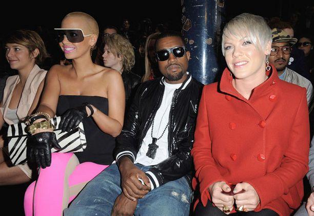 Pink katseli Stella McCartneyn muotinäytöstä Kanye Westin ja tämän nyt jo entisen tyttöystävän seurassa pari kuukautta sitten.