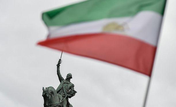 Iranin kuohunnassa on ristiriitaisuuksia.