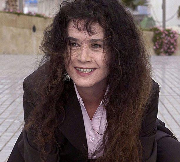Maria Schneider kuvattiin vuonna 2004 Las Palmasissa, kun hän jätti kädenjälkensä paikalliselle Tähtien kadulle.