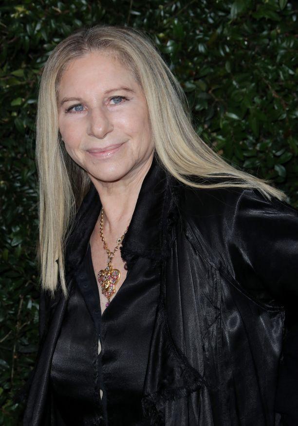 Barbra Streisand on pyytänyt anteeksi kommenttejaan.
