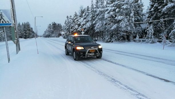 Yleensä robottiautolla menee sormi suuhun tällaisella tiellä, suomalainen robottiauto vain ajoi.