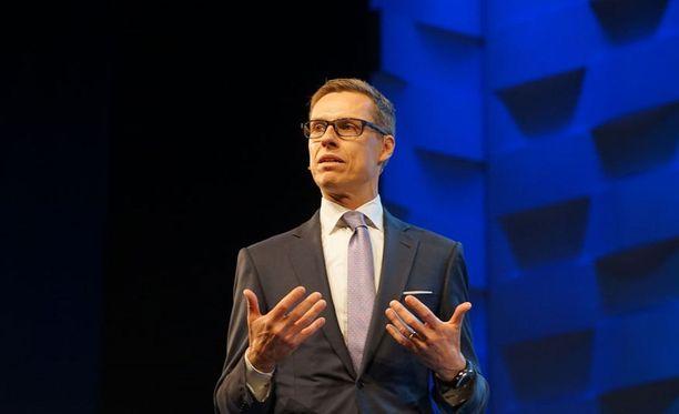 Valtiovarainministeri Alexander Stubbin (kok) mukaan vastakkain ovat IMF:n erittäin kovat ehdot ja EU-instituutioiden ehdot.