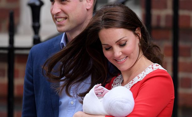 Prinssi Williamilla ja herttuatar Catherinella on kolme lasta.