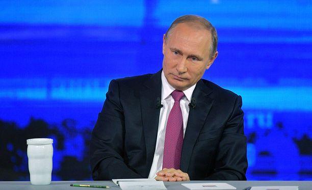 Vladimir Putin piti jokavuotisen, tunteja kestäneen Suora linja -lähetyksensä torstaina jo 16. kerran.