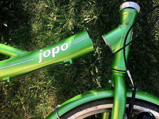 Veli-Matti Aalto-Setälän pojan Jopon runko meni katki, kun poika ajoi pyörällä alamäessä. Jopoja valmistava Helkama kertoo verkkosivuillaan, että vuosina 2009–2012 alumiinista valmistettujen Jopo3-pyörien rungoissa on havaittu satunnaisia murtumia.