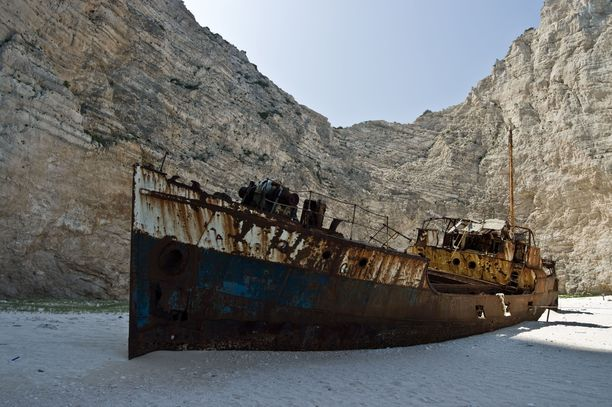 Kreikkalaisella Zakynthoksen saarella nökötttävä Panagiotis on kuulu ja kuvattu hylky.