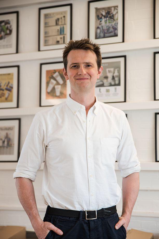 Lontoolainen Simon Duffy perusti Bulldog-ihonhoitobrändin miehille vuonna 2005. Enää Bulldog ei halua profiloitua vain miehille tarkoitetuksi sarjaksi, vaan tuotteita voi hyvin käyttää kuka sain..