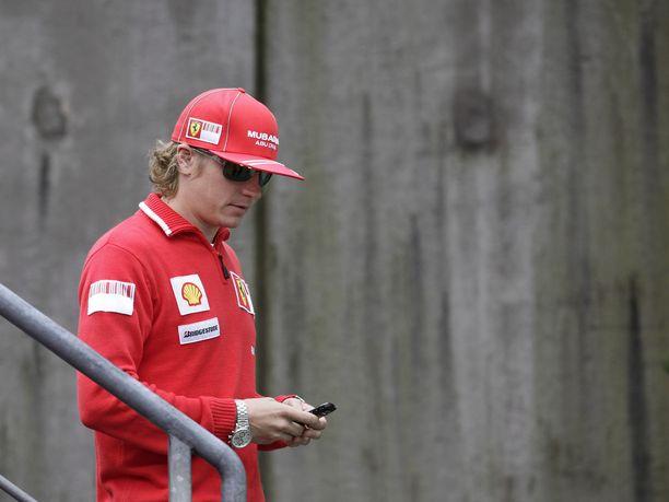 Kimi Räikkösen hiusmuoti oli ensimmäisellä Ferrari-uralla (2007-2009) hieman erilainen kuin nykyään.