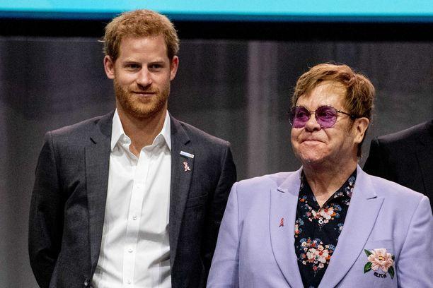 Elton John kuuluu prinssi Harryn ja herttuatar Meghanin ystäväpiiriin.