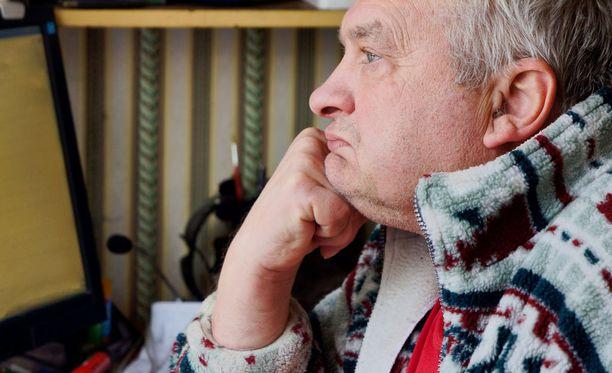 Eteisvärinä on sairaus, joka heikentää potilaan elämänlaatua selvästi.