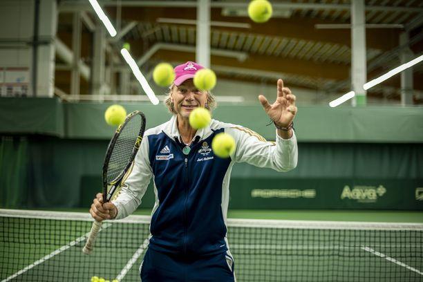 Jari Hedman on tenniksen sekatyömies – vaan ei ainakaan juuri nyt tennisselostaja.