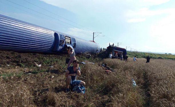 Juna suistui raiteiltaan lähellä Turkin ja Kreikan välistä rajaa.