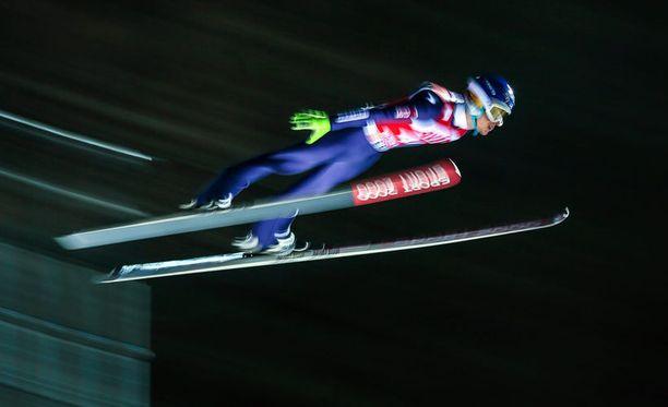 Lauri Asikainen oli Suomen ykkönen Oberstdorfin kilpailun ensimmäisellä kierroksella.