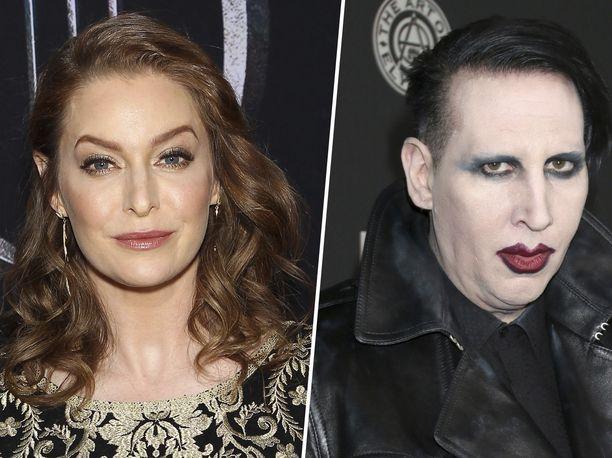 Näyttelijä Esmé Bianco syyttää shokkirokkari Marilyn Mansonia seksuaalisesta, ruumiillisesta ja henkisestä väkivallasta.