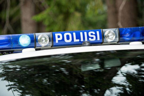 Epäilty murtovaras päätyi pakenemaan poliisia moottoripyörällä sekä juosten ja uiden.