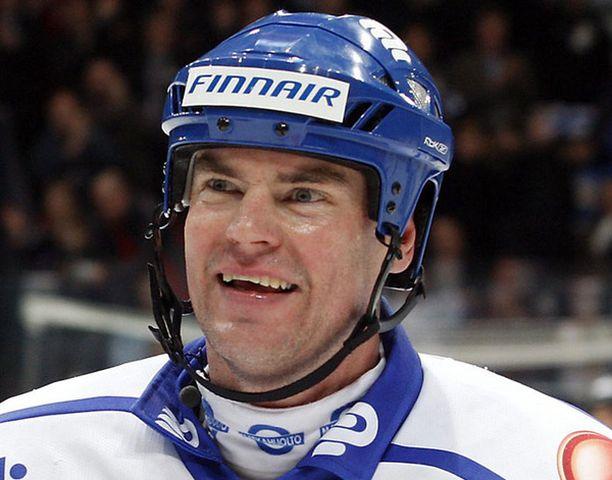 Raimo Helminen nimettiin kunniarokkamestariksi. Kesällä hänestä tehtiin Tampereen kukkaispormestari.