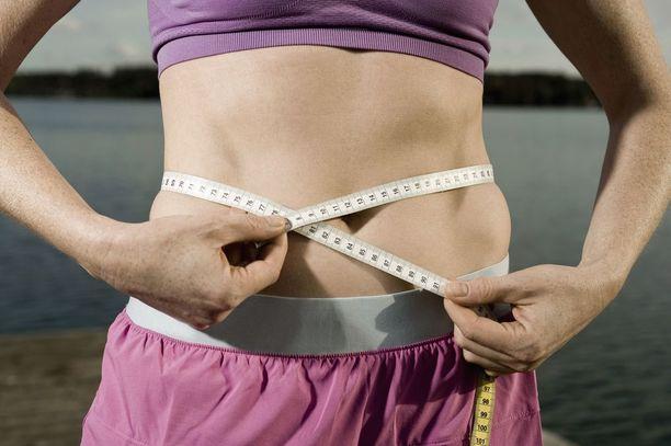 Jos kehoa kuritetaan liikaa ja energiavaje on liian suuri liian pitkään, keho vääntyy nälkiintymistilaan, ja silloin painonpudotus voi tyssätä ja pahimmillaan keho alkaa polttaa energiaksi myös lihaksia.