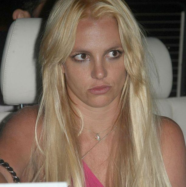 Ilmeestä päätellen yhdeksän tunnin sessio ei saanut Britneytä paremmalle tuulelle.