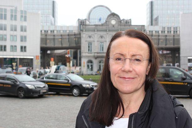 Perussuomalaismeppi Pirkko Ruohonen-Lerner äänesti ryhmänsä mukana sen puolesta, että raiskausteemasta ei olisi parlamentissa keskusteltu.