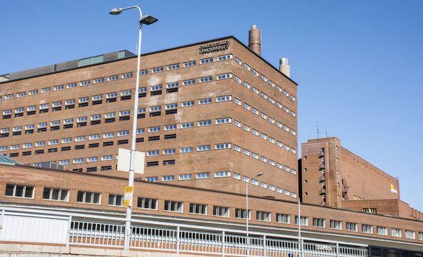 Entistä osuuskauppajohtajaa syytetään liki 800 000 euron suuruisten lahjusten ottamisesta.