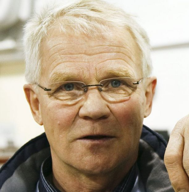 Risto Merosen mukaan Amin Asikaisen valmentaja Pekka Mäki teki oikein keskeyttäessään ottelun 7. erässä.