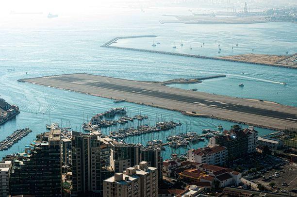 Gibraltarin lentokentälle laskeutuminen voi pelottaa.