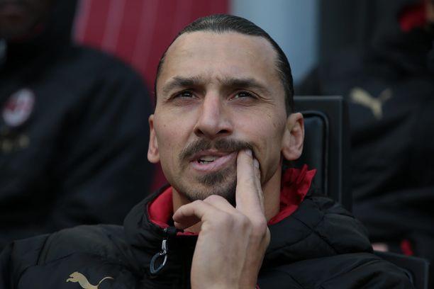 Zlatan Ibrahimovic palasi AC Milan -paitaan seitsemän vuoden ja seitsemän kuukauden tauon jälkeen.