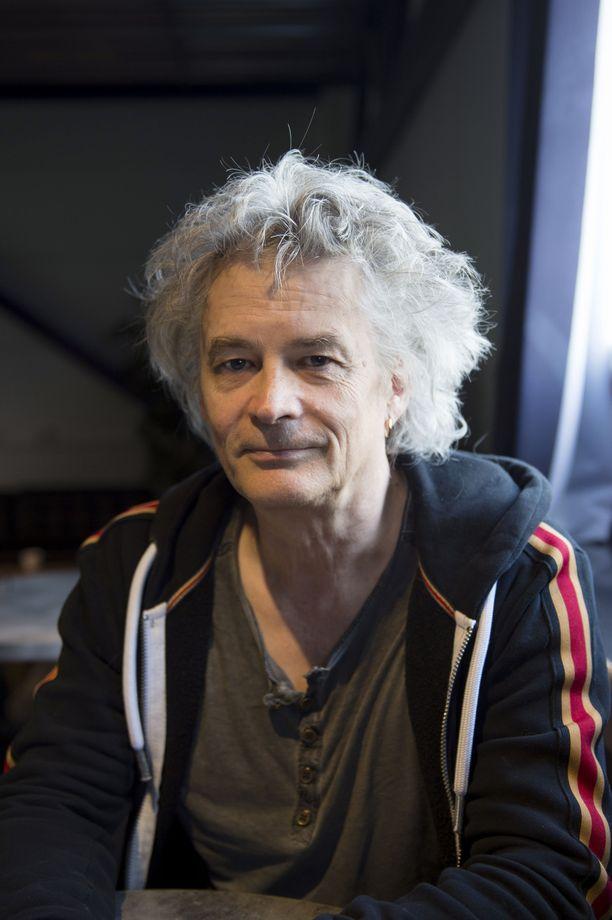 Kitaristi Juha Torvisen mukaan sosiaalisesta mediasta on hyötyä bändille.