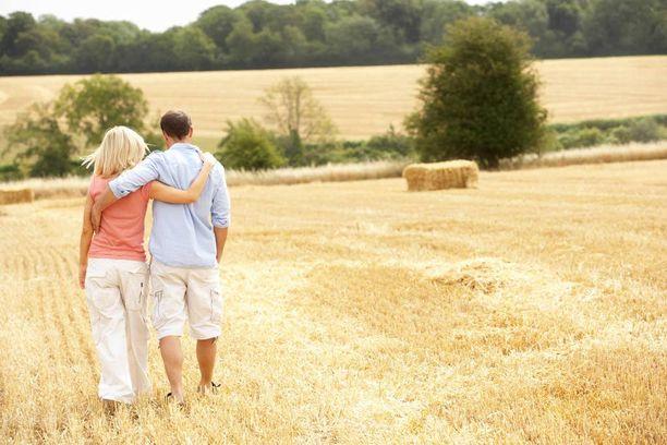 Moni eronnut miettii, kannattaako vanha suhde lämmittää uudelleen. Yhteen palaaminen vaatii työtä molemmilta.