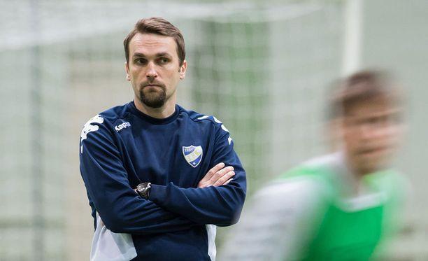 HIFK:n päävalmentaja Jani Honkavaara kokeilee tänään pelaajia.