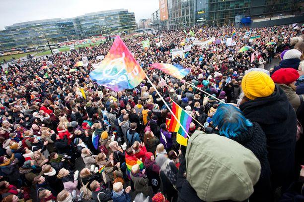 Tahdon 2013 -kampanjan kannattajat osoittivat mieltään Eduskuntatalon edustalla viime marraskuussa.