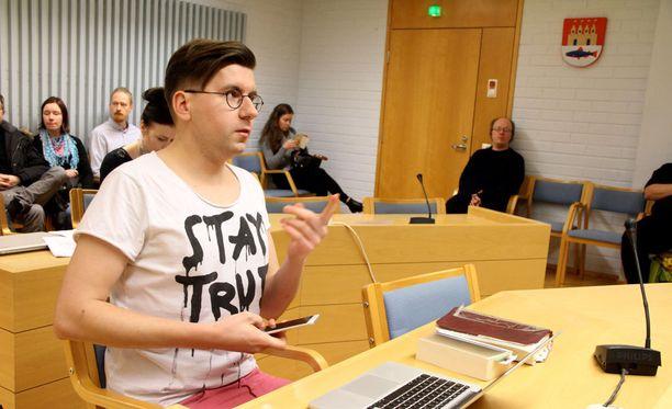 Perussuomalaisten nuorten entinen puheenjohtaja Sebastian Tynkkynen sai sakot kiihottamisesta kansanryhmää vastaan.