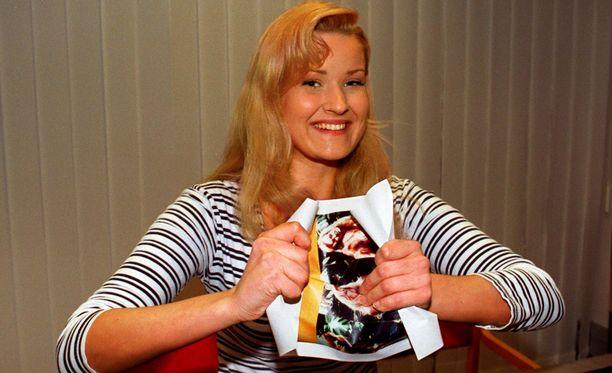 Näin Carmen Mäkinen repi kohukuvat riekaleiksi vuonna 1996