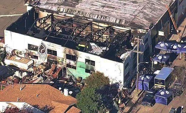Yhdysvalloissa Kalifornian rajun rakennuspalon uhriluku on noussut 33:een, viranomaiset kertovat.