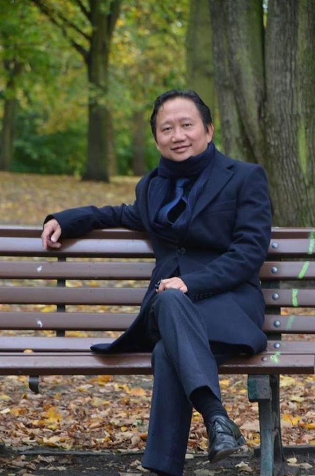 Thanh puistonpenkillä Berliinissä, jonne hän pakeni syytteitä. Turvapaikkaa hakenut liikemies vietiin Saksan mukaan väkipakolla takaisin kotimaahansa.