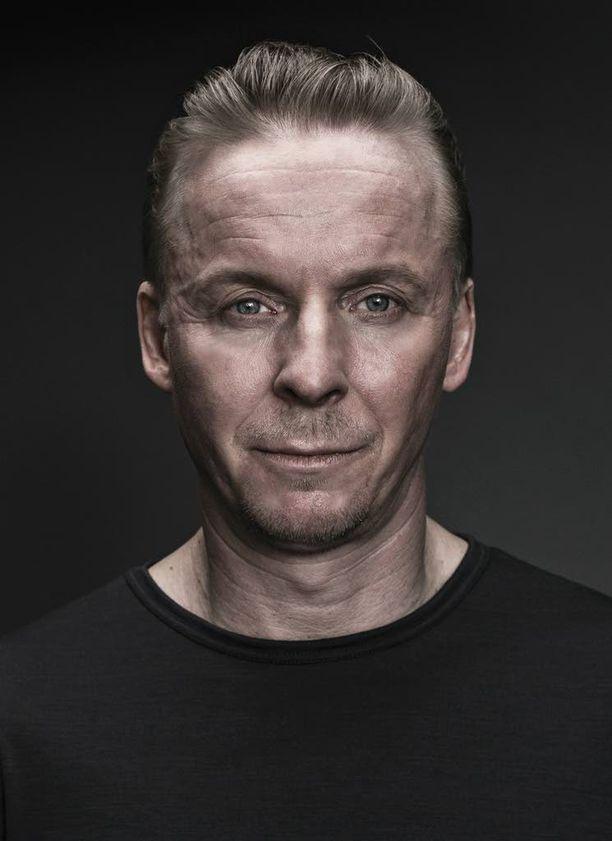 Eero Aho näyttelee Aku Louhimiehen ohjaamassa Tuntemattomassa sotilaassa Antero Rokkaa.