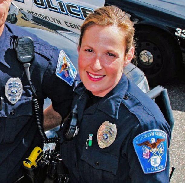 Kim Potter erosi tiistaina tehtävästään poliisina sen jälkeen, kun Daunte Wright oli kuollut hänen luotiinsa.