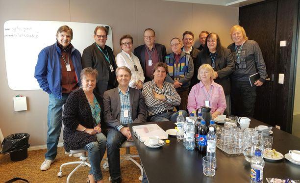 Iskelmälegendat kohtasivat tänään iltapäivällä Solo ry:n ja Suomen Muusikkojen liiton edustajien kanssa Ylen johtoa.