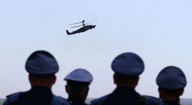 Virolaisraportin mukaan Venäjä sijoittaa Suursaareen muun muassa Kamov Ka-52 -taisteluhelikoptereita. Kuvassa Kamov Ka-52 Alligator -taisteluhelikopteri sotilasilmailukilpailussa Krimillä toukokuun lopulla.