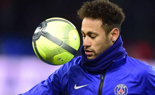 Brassitähti Neymar seuraa illan Mestarien liiga -matsin televisiosta.