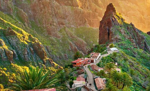 Mascan vuoristokylä sijaitsee varsin vaikuttavissa maisemissa.