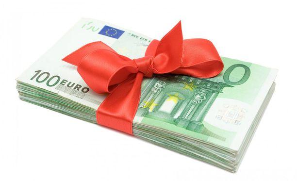 Täyttämällä esitäytetyn veroilmoituksen tarkasti voi säästää tukun rahaa.