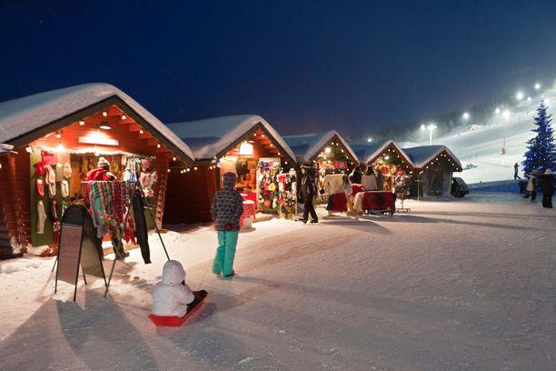 Joulumarkkinoita järjestetään eri puolilla maata. Tämä joulutori pidettiin Levillä.