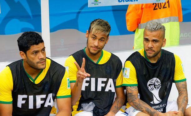 Neymar poserasi hyväntuulisena vielä ottelun aikana.