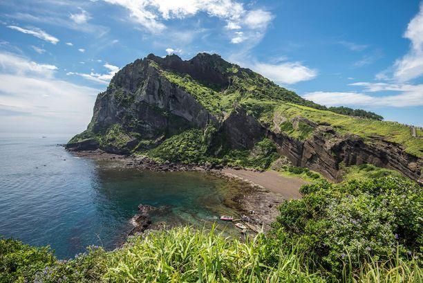 Jeju, Etelä-Korea: Jejun saari on suosittu matkakohde Etelä-Koreassa. Saarella on useita hiekkarantoja, joista osa on mustia.