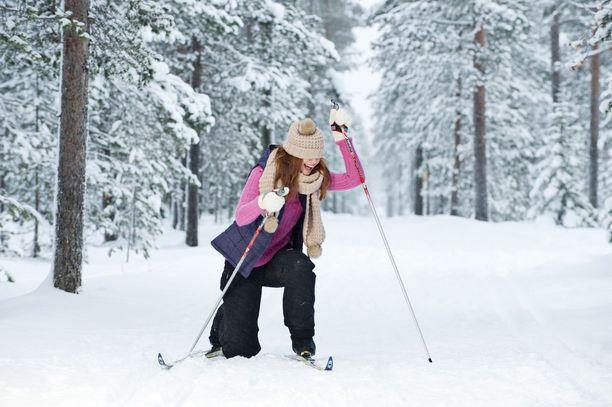 Kuluvalle viikolle luvataan heikohkoa pakkasta suuren osan aikaa. Lumien pitäisi siis säilyä, kuten myös hiihtokelien.