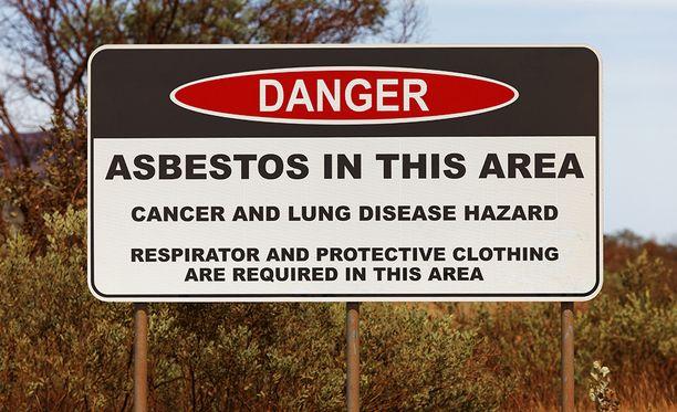 Alueella liikkujia kehotetaan käyttämään hengityssuojaimia ja suojavaatteita.