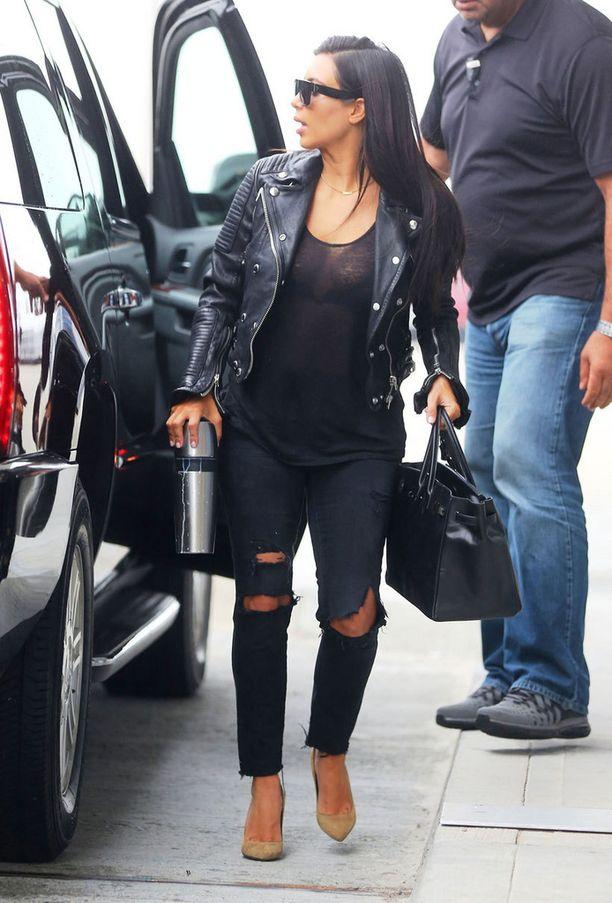 Kim kuitenkin pitäytyy luonnollisessa hiusvärissään.