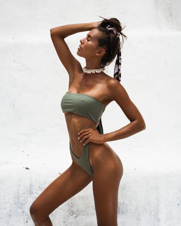 Antaa näkyä! Avonaiset leikkaukset tekevät bikinipöksyistä muodikkaat.